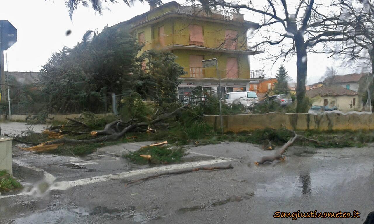 San Giustino tempesta vento 05 marzo 2015